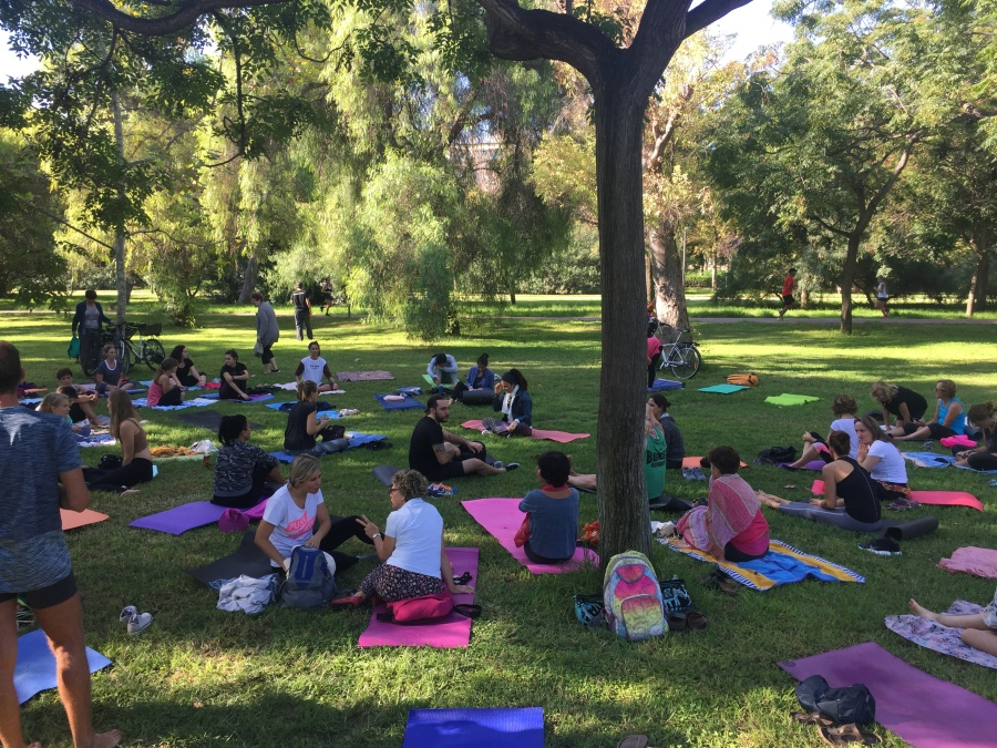 outdoor yoga in Valencia Spain